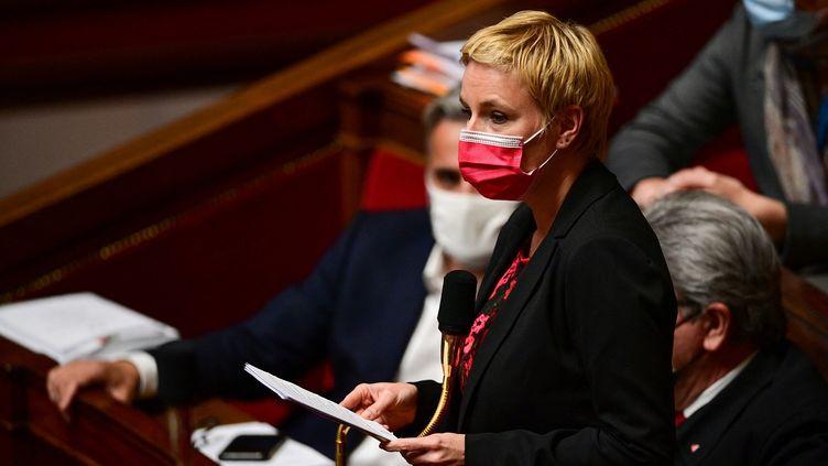 La députée LFI Clémentine Autain à l'Assemblée nationale le 11 mai 2021. (MARTIN BUREAU / AFP)