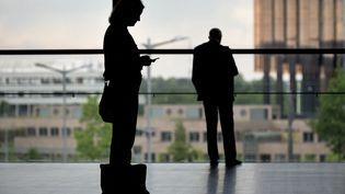 Illustration égalité femmes-hommes au travail. (JOHN THYS / AFP)