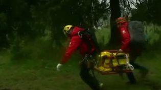 Au moins cinq morts et plus d'une centaine de blessés en Pologne. C'est le bilan provisoire des orages qui se sont abattus en montagne dans le sud du pays. (France 2)