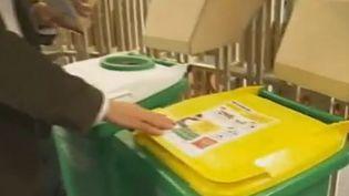 Quelle poubelle pour quel emballage - 23 décembre 2011 (VIDÉO :LAURENCE DECHERF ET VINCENT BARRAL – FRANCE 2)