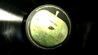 """Le vinyle d'""""Abbey Road"""" des Beatles un des trésors mis en vente par Radio France"""