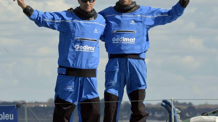Thierry Chabagny et Erwan Tabarly, ici le 31 mars 2016, au départ de Transat AG2R La Mondialeà Concarneau. (MAXPPP)