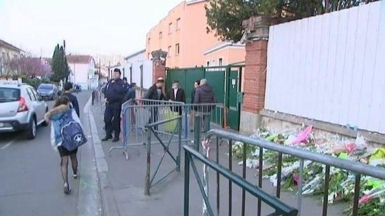 Des élèves reprennent les cours au collège-lycée juif Ozar Hatorah de Toulouse (Haute-Garonne), le 26 mars 2012, une semaine jour pour jour après la tuerie. (FTVI / FRANCE 3 MIDI PYRENEES)