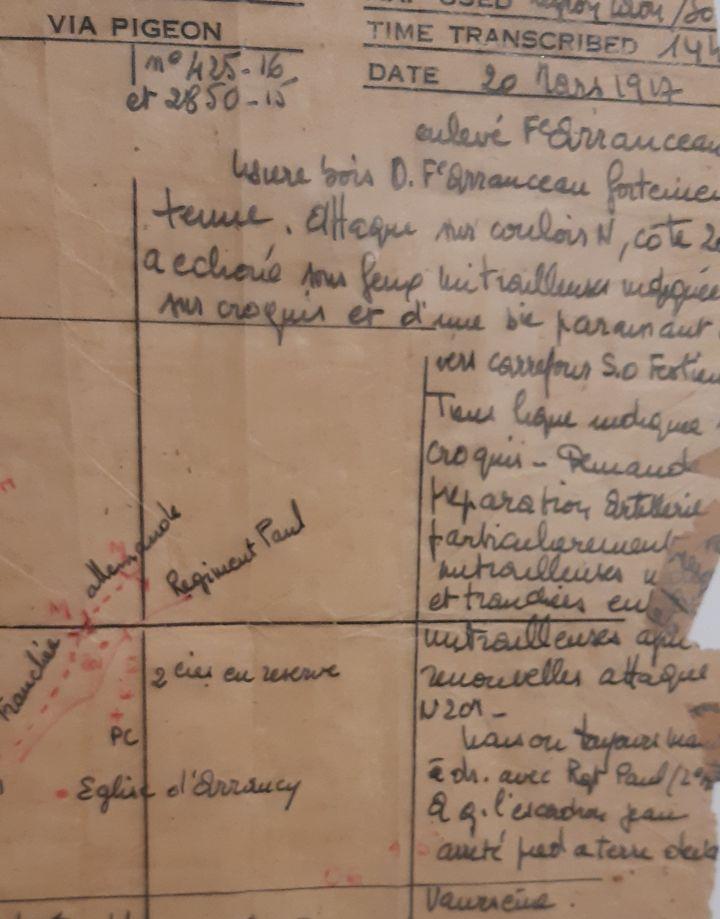 Extrait d'un message transmis par pigeon voyageur pendant la première guerre mondiale, conservé au Musée de la colombophilie militaire du Mont Valérien. (Franck Cognard / franceinfo)