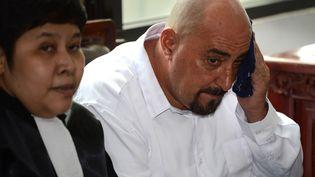 Serge Atlaoui, condamné à mort pour trafic de drogue en Indonésie, au tribunaldeTangerang (Indonésie) dans le cadre de l'appel contre cette sentence, le 11 mars 2015. (ROMEO GACAD / AFP)