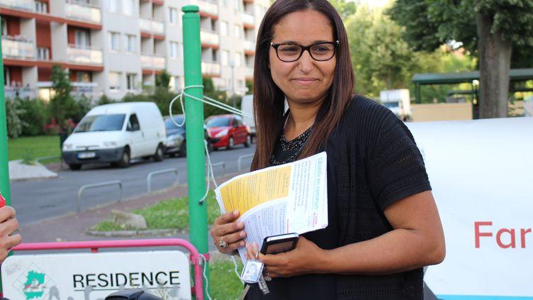 Farida Amrani, candidate de la France insoumise à Corbeil-Essonnes (Essonne), le 30 mai 2017. (ROBIN PRUDENT / FRANCEINFO)