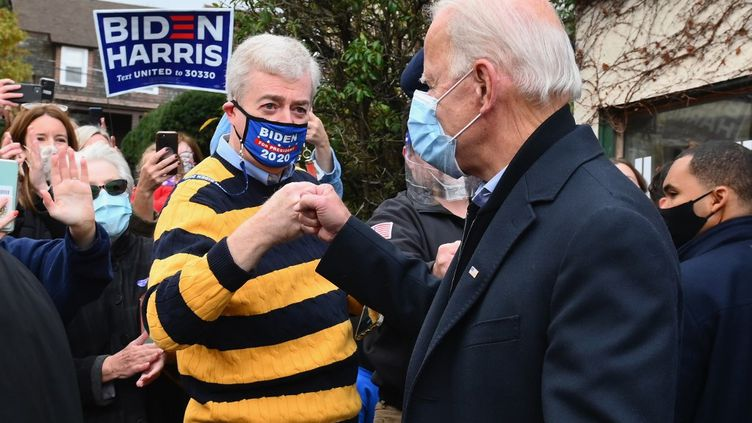 Joe Biden, à Scranton, auprès de ses supporters lors du scrutin présidentielle, le 3 novembre 2020. (ANGELA WEISS / AFP)