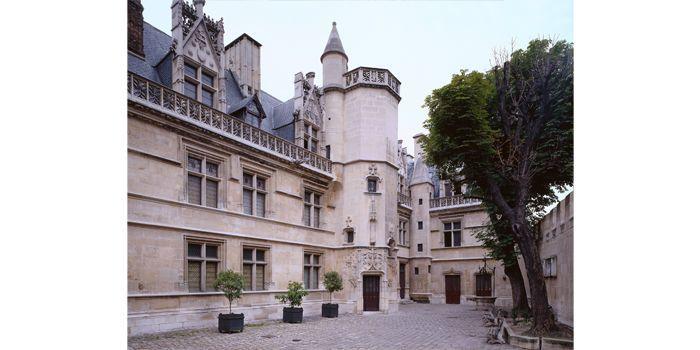 Hôtel de Cluny, façade sur cour. Construction 1471-1500 / Restauration en 1843-1856  (Caroline Rose)