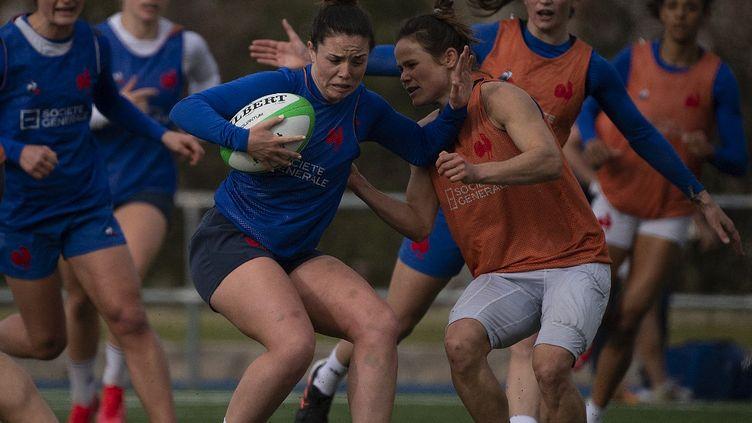 Les joueuses de l'équipe de France de rugby à VII lors d'une session d'entrainement, le 25 février 2021. (PIERRE-PHILIPPE MARCOU / AFP)
