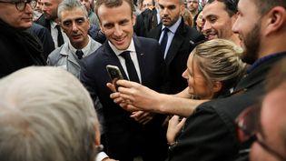 Emmanuel Macron lors de la visite de l'usine Renault de Maubeuge (Nord), le 8 novembre 2018. (Ludovic MARIN / AFP)
