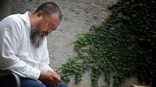 Ai Weiwei chez lui, dans l'attente (20/06/2012)  (Mark Ralston / AFP)