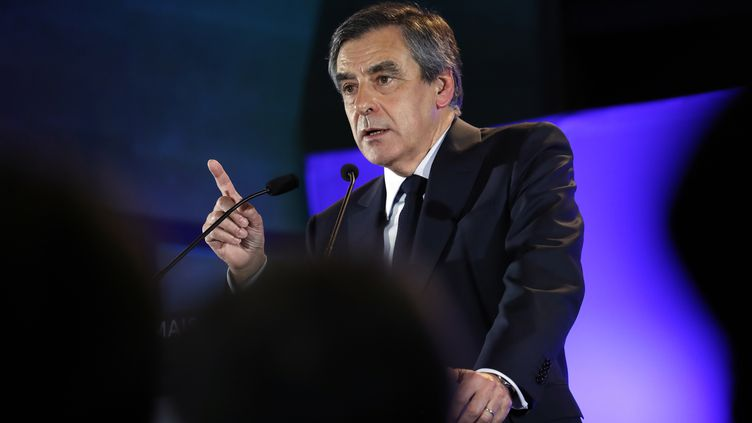 François Fillon lors d'un meeting à Maison-Alfort (Val-de-Marne), le 24 février 2017. (PATRICK KOVARIK / AFP)