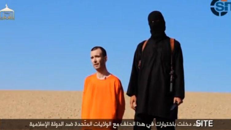 Capture écran de la vidéo montrant la décapitation du BritanniqueDavid Haines publiée par l'Etat islamique, le 14 septembre 2014. (EYEPRESS NEWS / AFP)