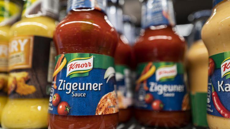 """La """"sauce tsigane"""", bientôt rebaptisée pour éviter toute discrimination, est très populaire en Allemagne. (JOHN MACDOUGALL / AFP)"""