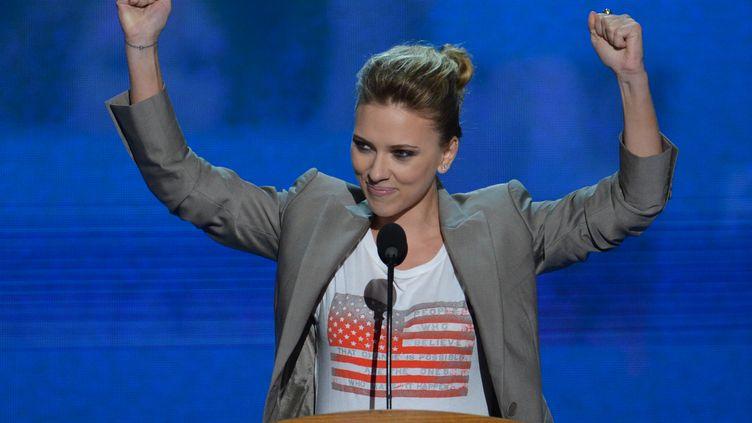 Scarlett Johansson a apporteé son soutien au président américain Barack Obama, lors de la dernière soirée de la convention démocrate à Charlotte (Caroline du Nord), le 6 septembre 2012. (STAN HONDA / AFP)