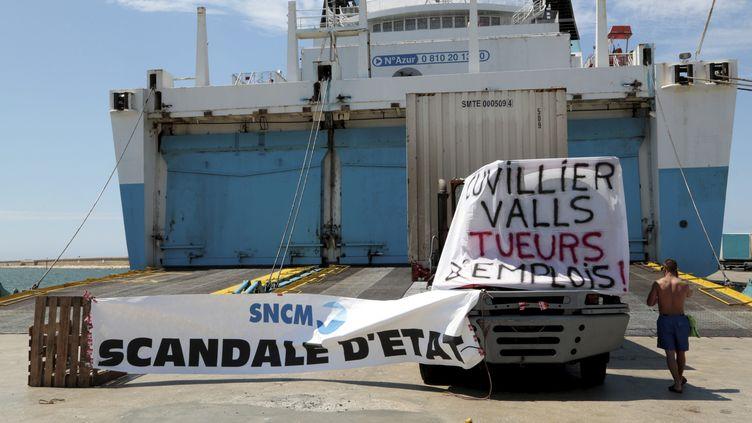 """Grève des marins de la SNCM avec le blocage du navire de la CMN """"Kallisté"""" sur lePort Autonome de Marseille (Bouches-du-Rhône), le 1er juillet 2014 ( MAXPPP)"""