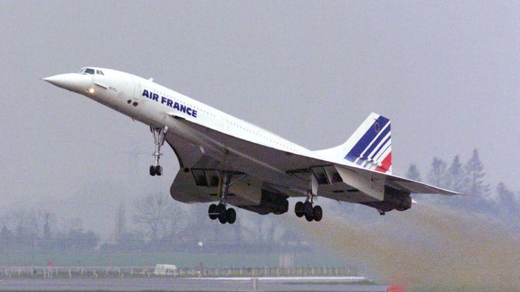 Un Concorde décolle de l'aéroport de Roissy le 11 avril 2001. (JACK GUEZ / AFP)