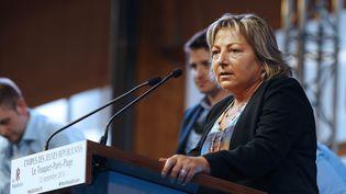 La mairede Calais (Pas-de-Calais) à Touquet-Paris-Plage, devant des jeunes le 12 septembtre 2015 (CITIZENSIDE / FRANCOIS LOOCK / AFP)