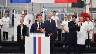 Emmanuel Macronprésente son plan de soutien au secteur automobile lors d'un discours dans l'usine Valeo d'Etaples (Pas-de-Calais), le 26 mai 2020. (MAXPPP)