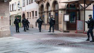 Des policiers dans les rues de Strasbourg (Bas-Rhin), le 12 décembre 2018. (CHRISTOPH DE BARRY / HANS LUCAS / AFP)