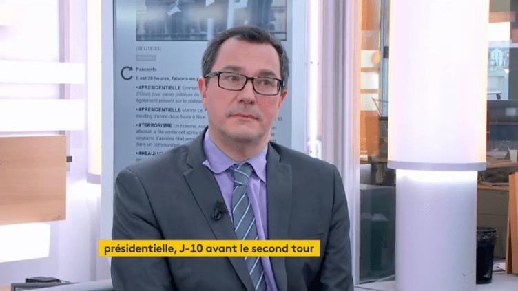 Le politologue Olivier Rouquan est l'invité de Julien Benedetto sur Franceinfo. (FRANCEINFO)