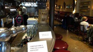 Dans les restaurants parisiens de Xavier Denamur, il est désormais interdit de s'approcher du comptoir pour éviter les attroupements. (XAVIER DENAMUR)