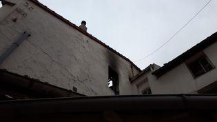 L'incendie a eu lieu dans cet immeuble situé 52 rue de Landy, à Aubervilliers, en Seine-Saint-Denis. (BENJAMIN ILLY / RADIO FRANCE)
