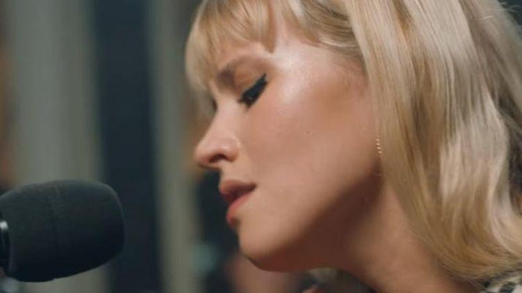 La chanteuse Angèle a fait l'objet d'une captation, seule au piano, il y a quelques semaines. (La Blogothèque)