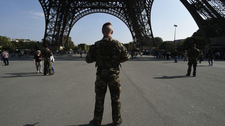 Un soldat à Paris, le 23 septembre 2014. (LIONEL BONAVENTURE / AFP)
