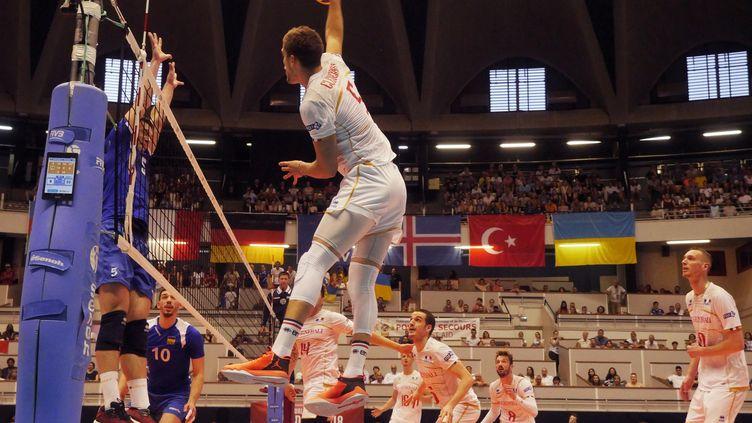 Les volleyeurs français à l'attaque (PIERRE AUGROS / MAXPPP)