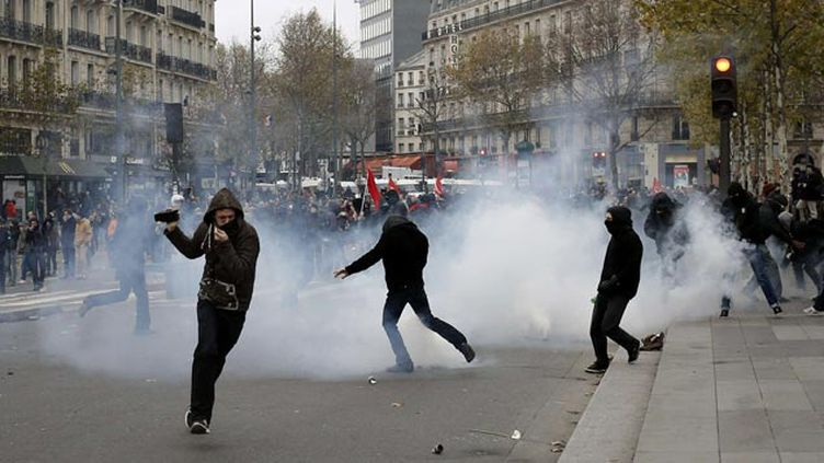 (Scènes de violence dimanche place de la République à Paris © Laurent Cipriani/AP/SIPA)