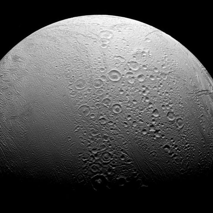 Encelade, une des lunes de Saturne, photographiée par la sonde Cassini, le 27 novembre 2016. (NASA)