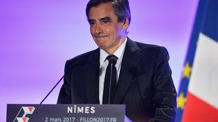 Le candidat LR à la présidentielle François Fillon s'exprime à Nîmes, le 2 mars 2017. (PASCAL GUYOT / AFP)