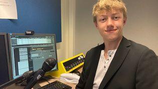 Entre courses en voiliers et treks en montagne, Léo Rousse, 16 ans, aime se lancer des défis. (INGRID POHU / RADIO FRANCE)