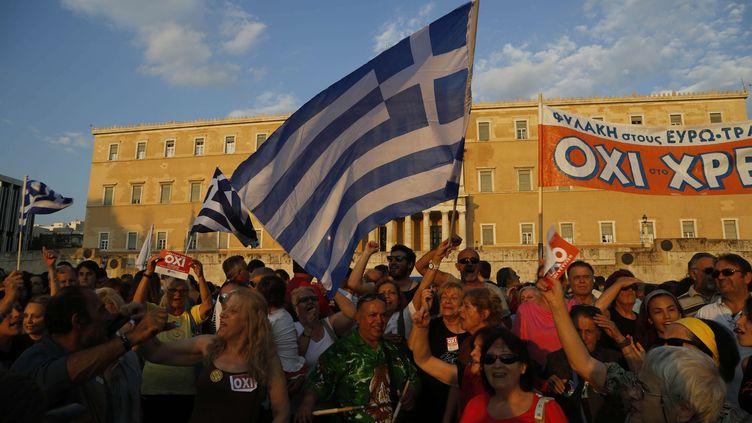 Les partisans du NON au prochain référendum, réunis lors d'un rassemblement sur la place Syntagma à Athènes le 29 juin 2015 (PETROS KARADJIAS / AP / SIPA )