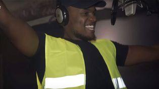 "Kopp Johnson chante ""Gilet jauné""  (Capture YouTube)"