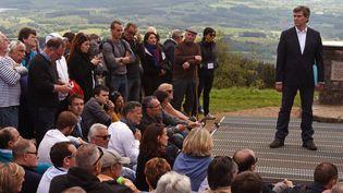 Arnaud Montebourg prononce un discours au mont Beuvray (Saône-et-Loire), le 16 mai 2016. (PHILIPPE DESMAZES / AFP)