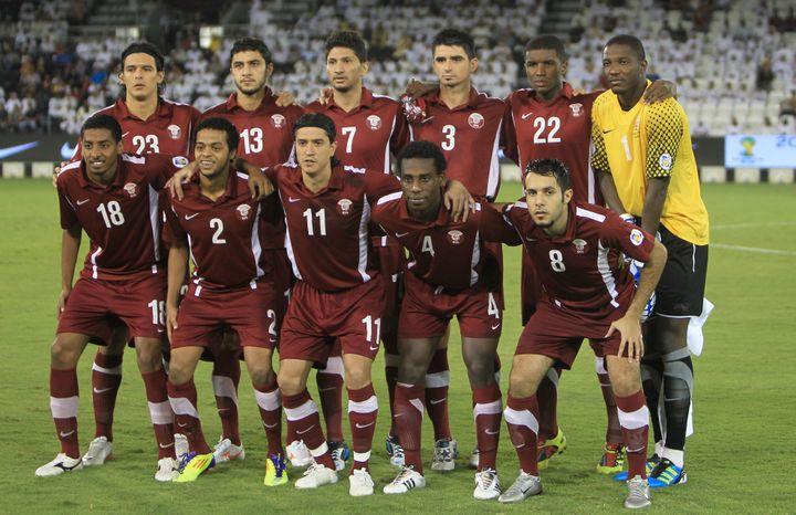 L'équipe nationale du Qatar, qui comprend plusieurs joueurs naturalisés, notamment des Sénégalais et des Brésiliens, ici à Doha (Qatar), le 6 septembre 2011. (KARIM JAAFAR / AFP)