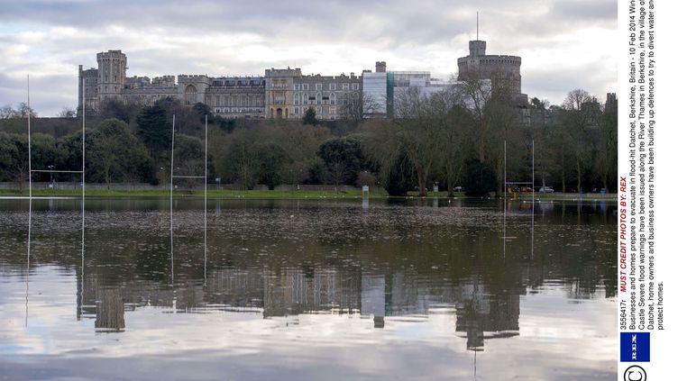Le château de Windsor et le village de Datchetentourés d'eau, après la crue de la tamise, le 10 février 2014. (REX/REX / SIPA / REX)