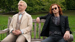Martin Sheen et David Tennant incarne l'AngeAziraphale et le démon Crawley prêts à sauver l'humanité de la catastrophe. (CHRIS RAPHAEL)
