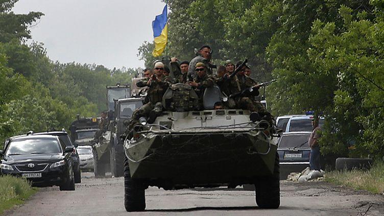 (L'arrivée de renforts ukrainiens sur un site d'affrontements © REUTERS   Yannis Behrakis)