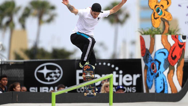 Le Français Aurélien Giraud sur son skateboard lors de la finale du Drew Tour Long Beach, en Californie (Etats-Unis), le 16 juin 2019. (SEAN M HAFFEY / GETTY IMAGES NORTH AMERICA / AFP)
