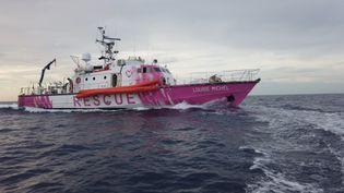 Le Louise Michel, le navire affreté par le street-artist Banksy en Méditerranée pour porter secours aux migrants. (HANDOUT VIA REUTERS)