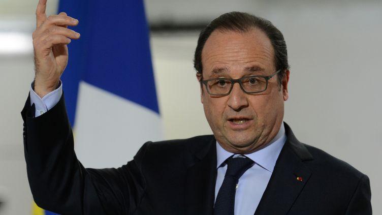 François Hollande à Sablé-sur-Sarthe (Sarthe), le4 mai 2016. (JEAN-FRANCOIS MONIER / AFP)