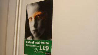 Depuis le début du confinement, le nombre d'appel au 119 n'a pas augmenté. (CÉCILE QUÉGUINER / FRANCE-INFO)