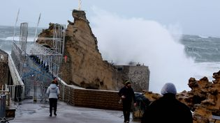 La tempête Bruno s'abat sur Biarritz (Pyrénées-Atlantiques), le 27 décembre 2017. (MAXPPP)