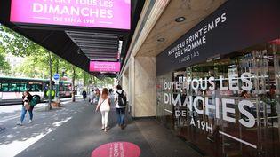 Le Printemps Haussmann, grand magasin du 9e arrondissement de Paris, communique sur son ouverture le dimanche, le 16 juin 2017. (MAXPPP)