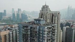 La plus grande ville du monde par sa superficie se trouve en Chine : Chongking compte 34 millions d'habitants, et 300 000 nouveauxla rejoignent chaque année pour trouver du travail. (France 2)