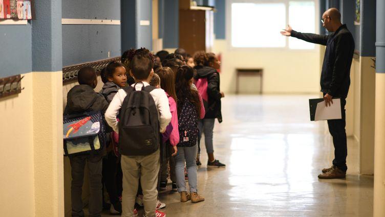 La rentrée des classes dans une école primaire de Corbeil-Essonnes (Essonne), le 4 septembre 2017. (CHRISTOPHE SIMON / AFP)