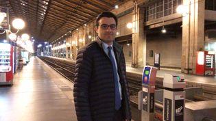 Benoît Simian, député de la 5e circonscription de Gironde, le 3 avril 2018, dans la gare du Nord à Paris. (RADIO FRANCE / FRANCEINFO)